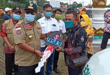 Kades Balinuraga Terima Ambulance dari Gubernur Lampung…