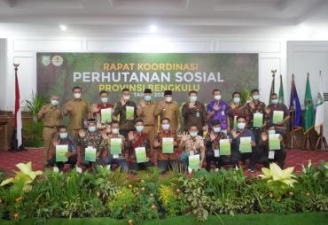 18 Kelompok Masyarakat Menerima SK Hijau Perhutanan Sosial