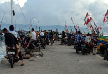 Dermaga Kota Agung Ramai Pengunjung Menjelang Buka Puasa