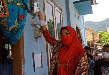 Bupati Tanggamus Launching Listrik Desa di Kelumbayan dan…
