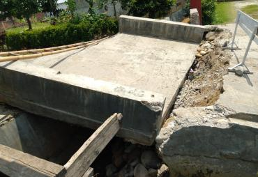 Akses Jalan di Kelurahan Pagar Dewa Terputus, Diduga Sering…
