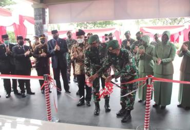 Gubernur Rohidin Resmikan Gedung Baru Korem 041/ Gamas…