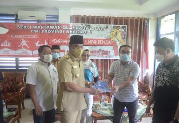 Wagub Rosjonsyah Buka Turnamen Olahraga antar Wartawan PWI…